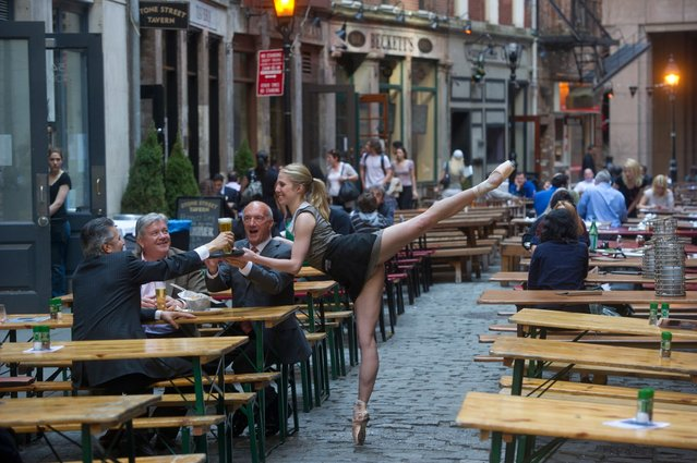 perierga.gr - Χορεύοντας ανάμεσα στο πλήθος!