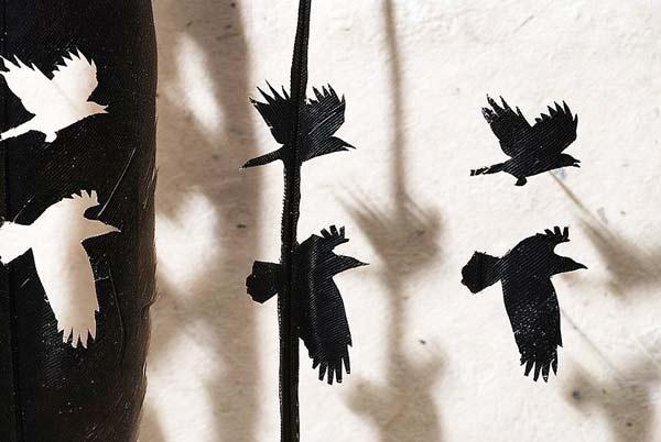 perierga.gr - Χαρτοκοπτική... τέχνη σε φτερά πτηνών!