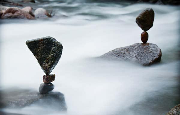 perierga.gr - ΗΑπίθανες σκηνές με πέτρες που ισορροπούν!