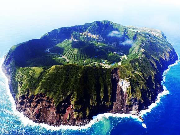perierga.gr - 10 παράξενοι κρατήρες ηφαιστείων!