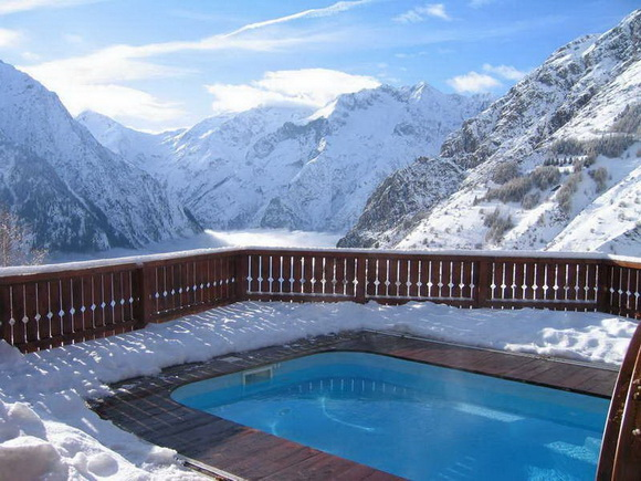 perierga.gr - Εντυπωσιακές χειμωνιάτικες πισίνες μέσα στα χιόνια!