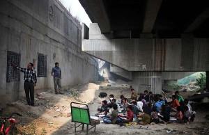 perierga.gr - Το συγκλονιστικό σχολείο της... γέφυρας!