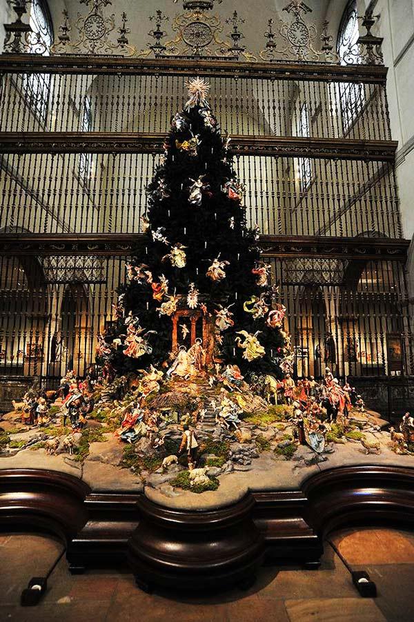 perierga.gr - Τα πιο cool χριστουγεννιάτικα δέντρα για το 2012!