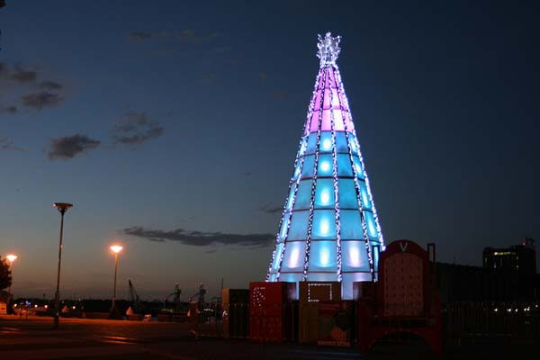 Τα πιο cool χριστουγεννιάτικα δέντρα για το 2012!