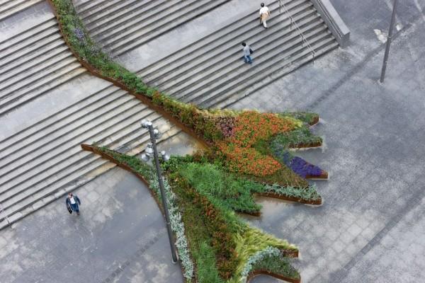 """Εντυπωσιακός """"κήπος"""" πάνω στις σκάλες!"""