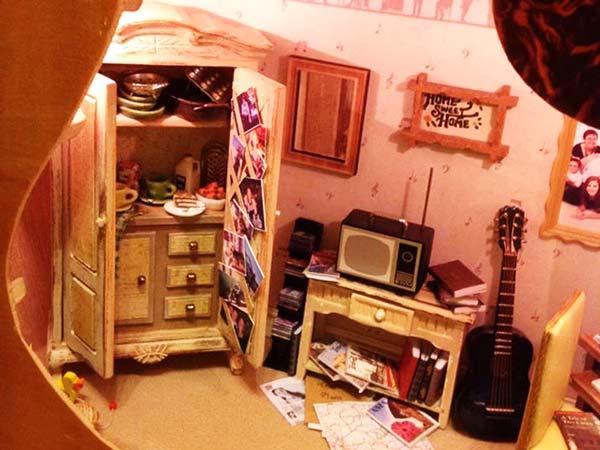 perierga.gr - Παιδικό κουκλόσπιτο μέσα σε... κιθάρα!