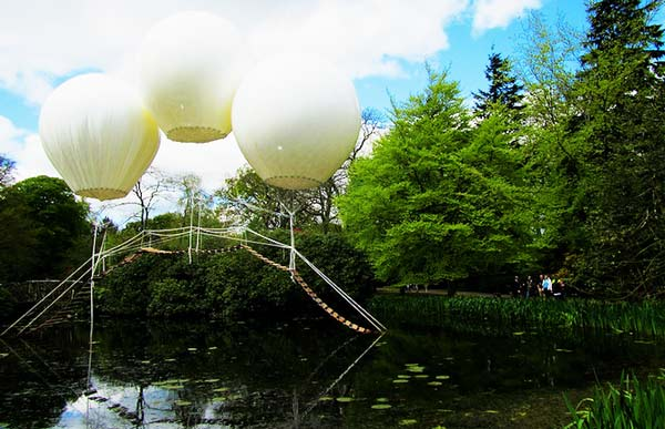 "perierga.gr - ""Μαγική"" γέφυρα επιπλέει πάνω στη λίμνη!"