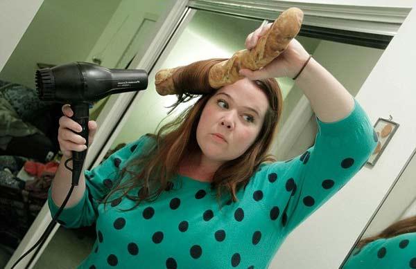 perierga.gr - Μια μπαγκέτα ψωμιού... για όλες τις δουλειές!