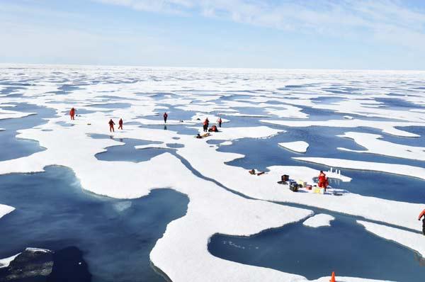 "perierga.gr - Οι εκπληκτικές γαλαζοπράσινες ""λίμνες"" της Αρκτικής!"