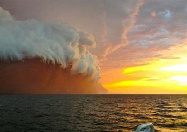 perierga.gr - Απειλητικές αμμοθύελλες πάνω σε πόλεις του κόσμου!