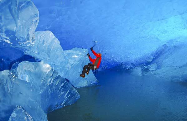 Τολμηρή εξερεύνηση στο εσωτερικό των παγετώνων!