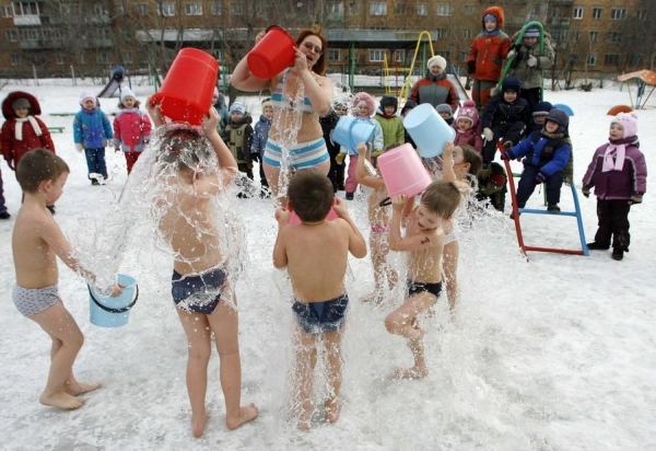 perierga.gr - Έτσι προστατεύουν τα παιδιά από τη γρίπη στη Σιβηρία!