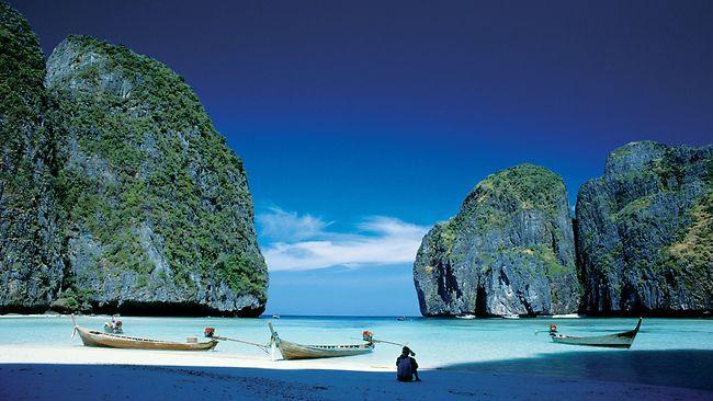 """Διάφανες"""" παραλίες & λίμνες προ(σ)καλούν να βουτήξεις!"""