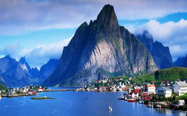 Parakseno.gr : reine4 Reine: Το απομακρυσμένο «διαμάντι» της Νορβηγίας!