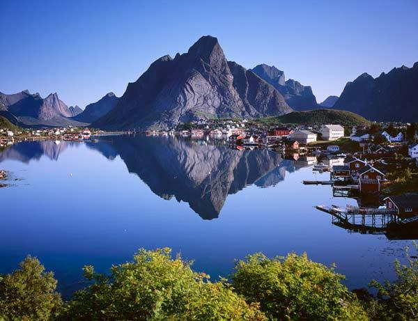 Parakseno.gr : reine5 Reine: Το απομακρυσμένο «διαμάντι» της Νορβηγίας!