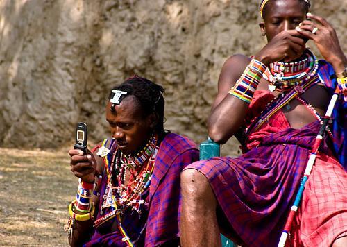 Perierga.gr - Περισσότεροι άνθρωποι έχουν κινητό παρά τουαλέτα!
