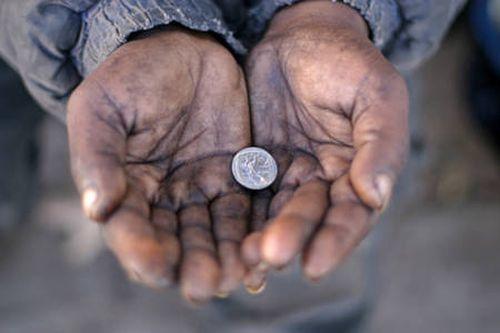 perierga.gr - Δύτες-συλλέκτες νομισμάτων στα ποτάμια της Ινδίας!
