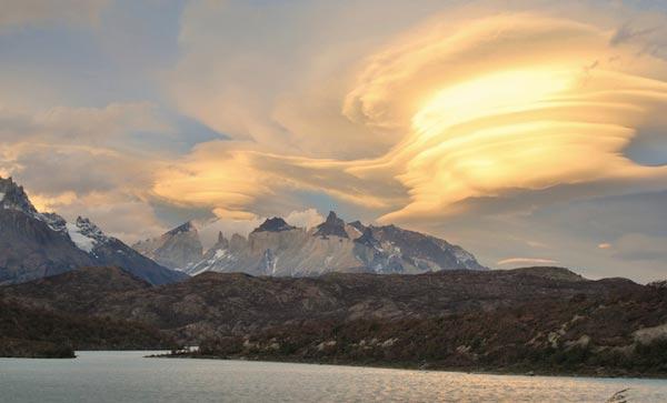 perierga.gr - Εκπληκτικά φακοειδή σύννεφα στον ουρανό της Γης!