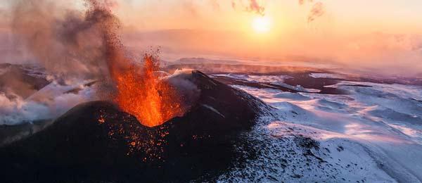 perierga.gr - Άγνωστες σπηλιές πάγου & φωτιάς στη Ρωσία!