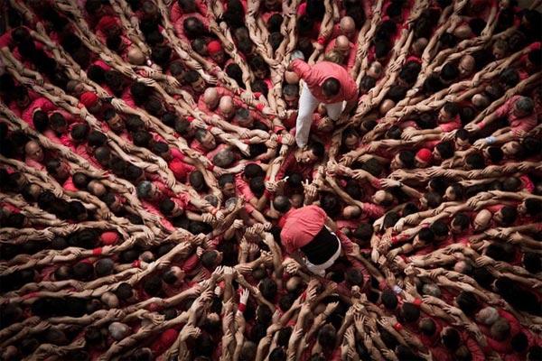 """perierga.gr - """"Castells"""": Η παράδοση των ανθρώπινων... πύργων!"""
