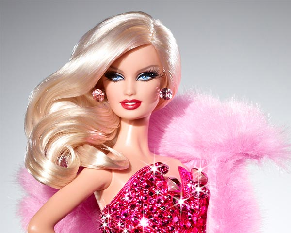 Gr - η διάσημη κούκλα barbie χωρίς μέικαπ