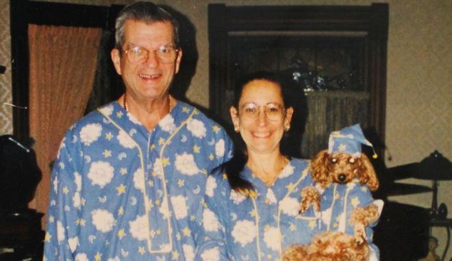 Perierga.gr - Το ζευγάρι που φοράει τα ίδια ρούχα εδώ και 30 χρόνια