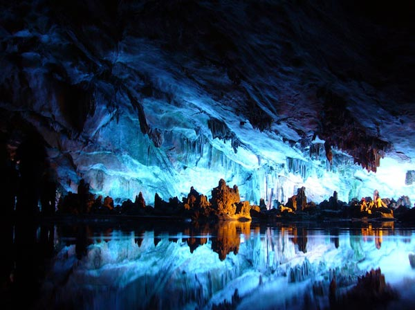 """perierga.gr - Το πωλύχρωμο """"Σπήλαιο των Φυσικών Τεχνών""""!"""