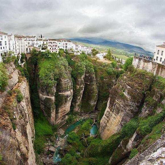 diaforetiko.gr : gorge8 Δείτε 12 συναρπαστικά φαράγγια που κόβουν την ανάσα!