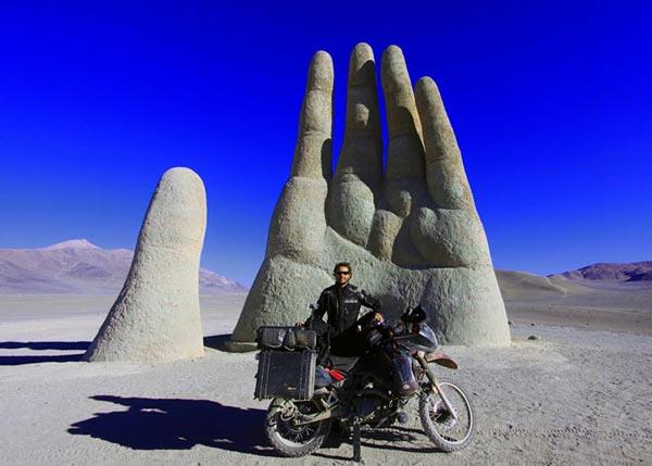 perierga.gr - Ένας άντρας, μια μοτοσικλέτα, ένα ταξίδι ζωής!