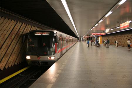 Perierga.gr - Βαγόνια γνωριμιών στο μετρό της Πράγας!