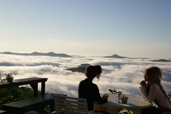 """perierga.gr - Μαγευτική """"βεράντα"""" πάνω στα σύννεφα!"""