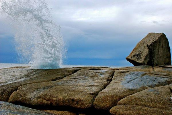 perierga.gr - Bicheno Blowhole: Εκπληκτικό φυσικό σιντριβάνι!