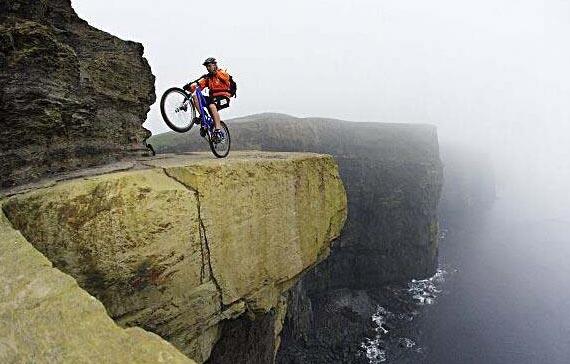 perierga.gr - Οι πιο τολμηροί ποδηλάτες στον κόσμο!