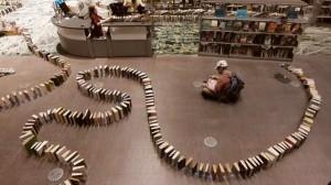 perierga.gr - Το μεγαλύτερο ντόμινο με βιβλία στον κόσμο!