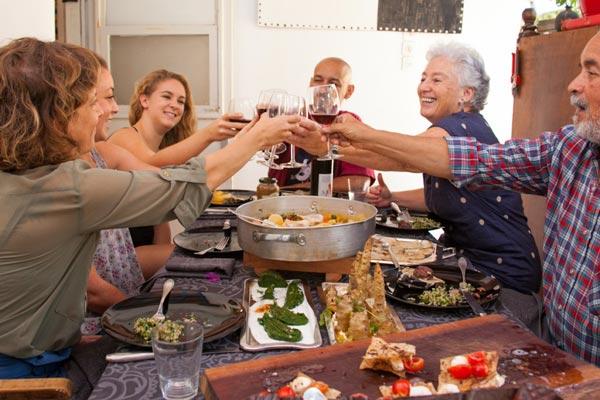 perierga.gr - Eat With: Κάθε σπίτι μπορεί να γίνει ένα μικρό εστιατόριο!