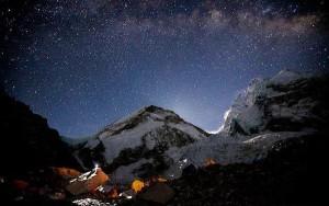 perierga.gr - Η μαγευτική ομορφιά του Έβερεστ τη νύχτα σε ένα βίντεο!