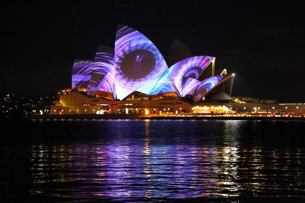perierga.gr - Καταπληκτικό σόου φωτός στην Όπερα του Σίδνεϊ!