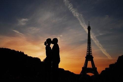 Perierga.gr - Θέση στη γαλλική γλώσσα βρήκε το γαλλικό φιλί!
