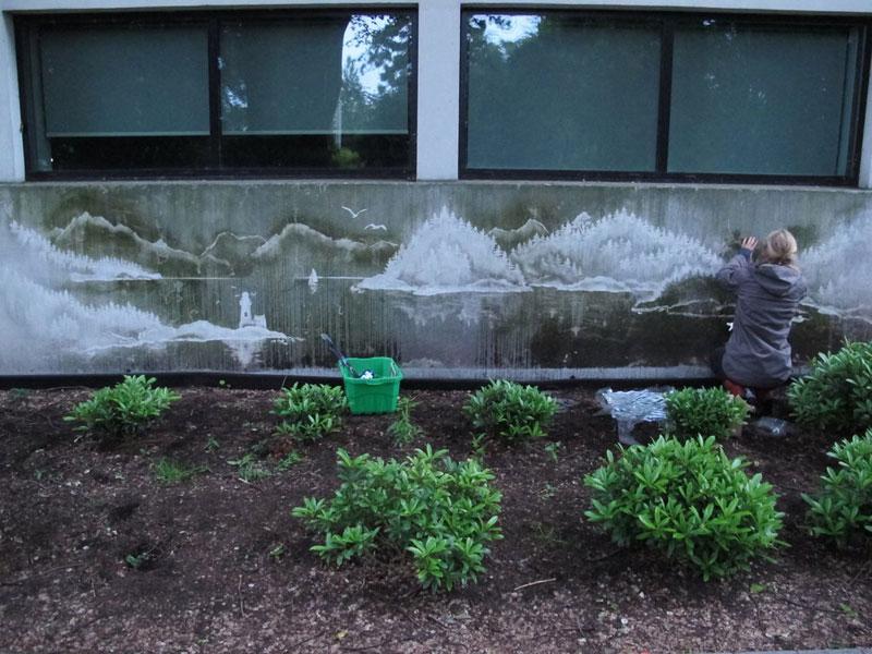 perierga.gr - Πλένοντας τους βρόμικους δρόμους δημιουργεί απίθανα γκράφιτι!