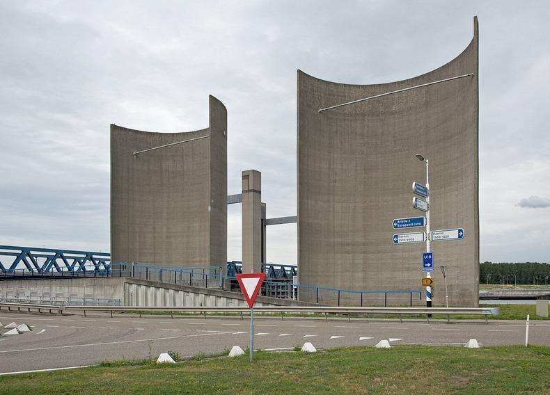"""perierga.gr - Rozenburg Windwall: Το παράξενο """"τείχος των ανέμων""""!"""