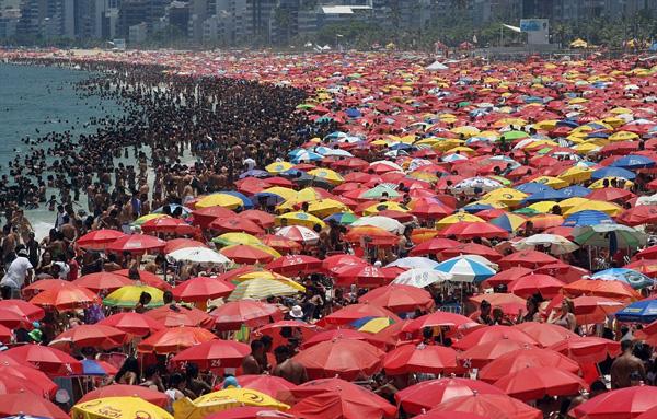 perierga.gr - Θέλετε να δείτε μια καθημερινή μέρα σε παραλία του Ρίο;