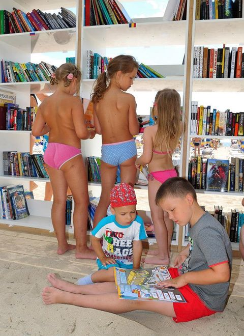 perierga.gr - Βιβλιοθήκη σε παραλία της Βουλγαρίας!