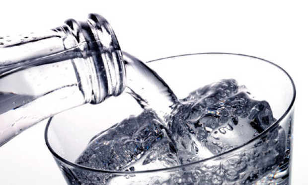 perierga.gr - Μηχανή μετατρέπει την υγρασία ιδρωμένων ρούχων σε πόσιμο νερό!