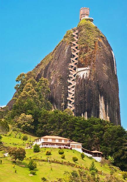 perierga.gr - Guatape Rock: 659 σκαλοπάτια μέχρι την κορυφή!