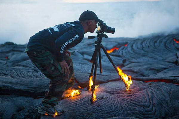 perierga.gr - Πήραν φωτιά τα μπατζάκια του φωτογράφου!