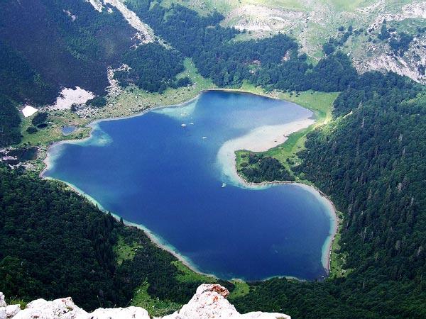 Trnovacko Lake: Λίμνη σε σχήμα καρδιάς!