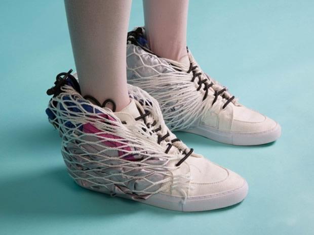 perierga.gr - Σκηνή για κάμπινγκ μέσα στα... παπούτσια!