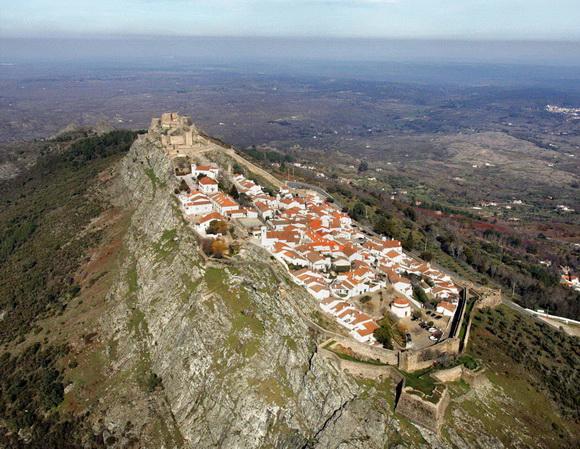 Perierga.gr - Πόλεις και χωριά χτισμένα σε κορυφές λόφων!