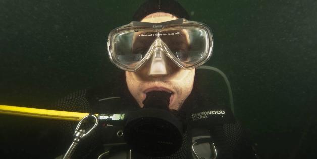 perierga.gr - Έζησε κάτω από το νερό για 5 μέρες!