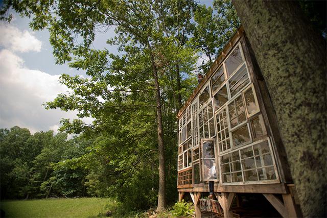 perierga.gr - Σπίτι φτιαγμένο από παράθυρα...